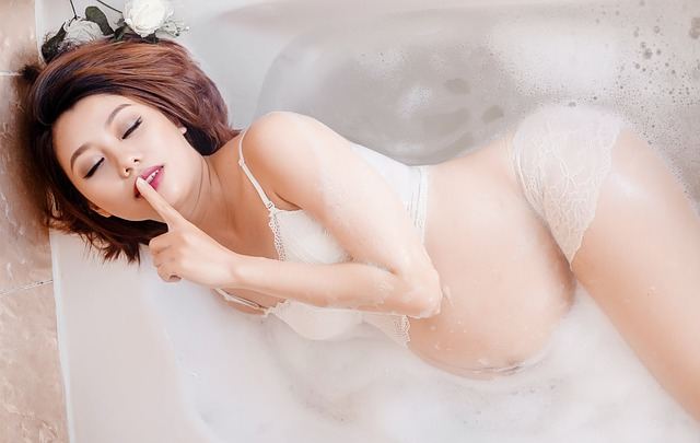 Silence Woman Beauty Water Bathtub Pregnant